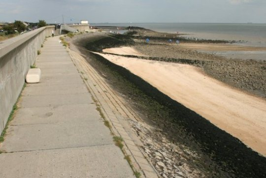 Canvey Island seawall. Photo courtesy of beatifulengland.net. Photo by Alison Avery.